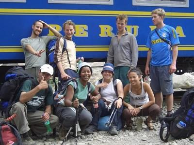 Alumni who volunteered in the Sacred Valley of Peru on their way to Machu Picchu.
