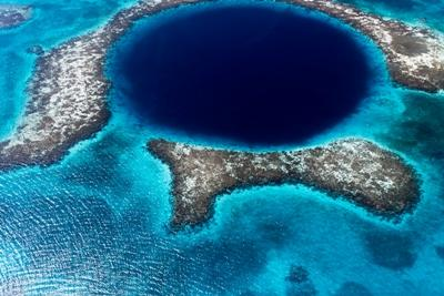 Le grand trou bleu à Belize