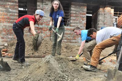 Les volontaires de Projects Abroad contribuent à la reconstruction d'une école au Népal