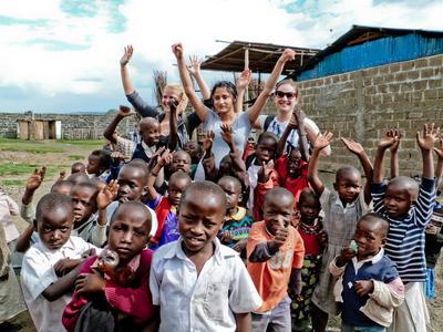 Volontaire avec des enfants au Ghana