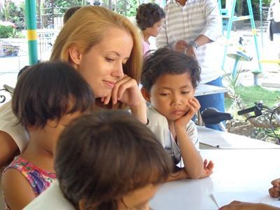 Volontaire sur une mission humanitaire infirmière