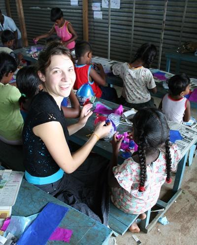 Action humanitaire avec enfants handicapés au Sri Lanka