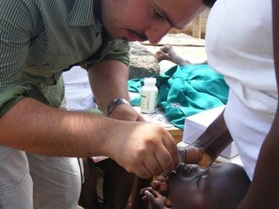 Infirmier volontaire en campagne de prévention santé au Ghana