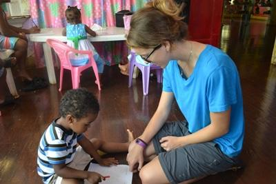 Un volontaire participe à une semaine solidaire à Belize
