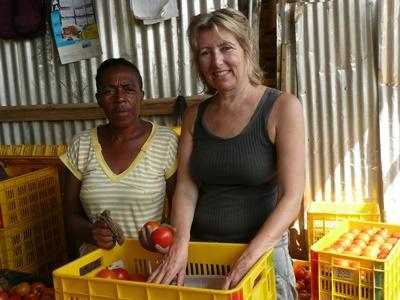 Volontaire humanitaire dans la coopérative de fermiers en Jamaïque