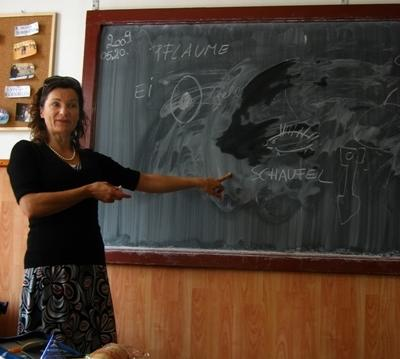 A lesson given by a volunteer on the Teaching project in Romania