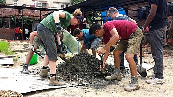 Progrès et éloges pour les efforts des volontaires portant secours aux sinistrés du Népal