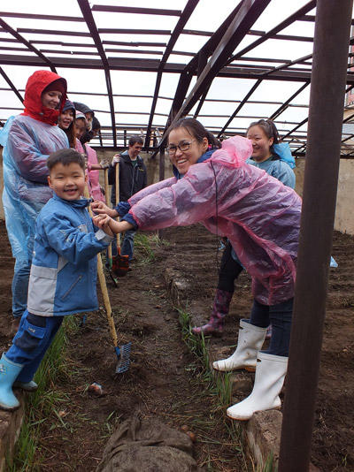 A volunteer works with children during her short-term volunteer opportunity in Mongolia.