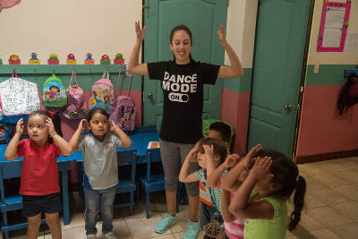Projects Abroad Teaching volunteer teaches a kindergarten class in Heredia, Costa Rica, as part of her student volunteer abroad experience.