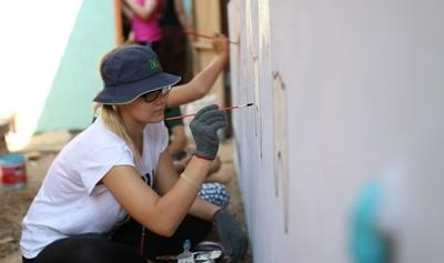 A young volunteer uses her school break to travel to Cambodia and work on a care and community project