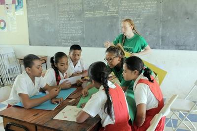Projects Abroad Teaching volunteers help elementary school students at a school in Apia, Samoa.