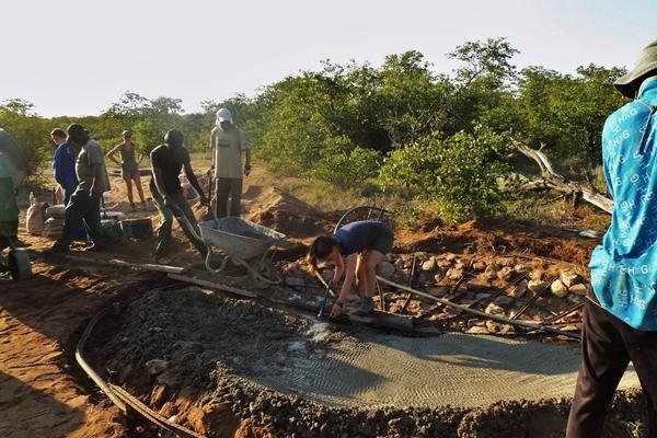 Projects Abroad Bushveld Conservation volunteers work hard to build a waterhole at a game reserve in Botswana.