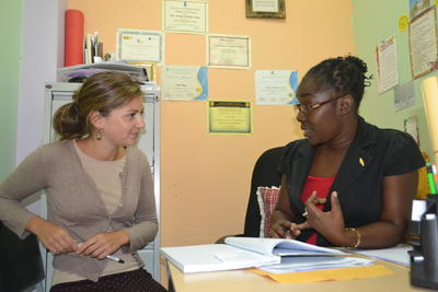 A Projects Abroad Psychology volunteer discusses a case with her colleague in Jamaica.