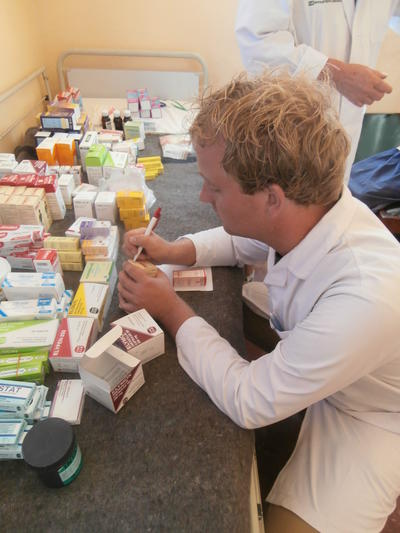 Projects Abroad Pharmacy interns assist with packing and dispensing medicine at a hospital in Sri Lanka.