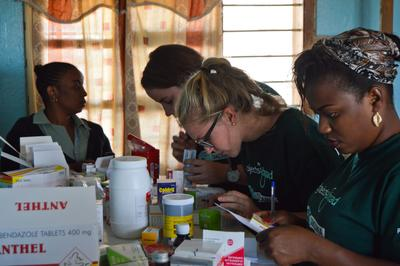 A group of Projects Abroad Pharmacy interns help with distributing medication at an outreach abroad.