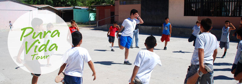 Projects Abroad volunteer coach teaching children on the Sports Project in Heredia, Costa Rica.