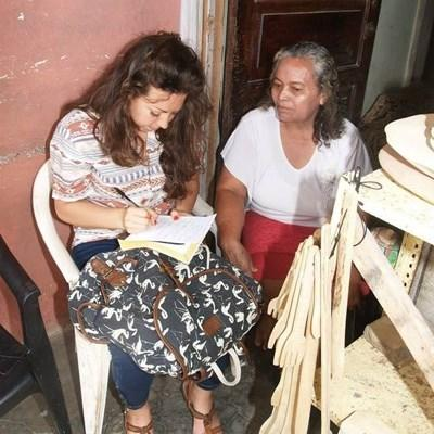 A volunteer helps a local woman while on her Business Internship in Central America with Projects Abroad