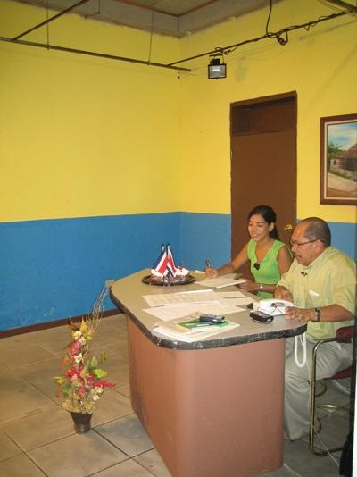 Volunteer and staff working together on the Journalism Project in Latin America