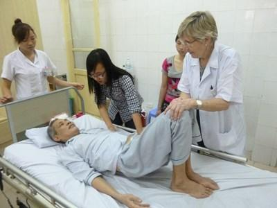 Intern with staff on the Medicine and Healthcare Project in Southeast Asia with Projects Abroad