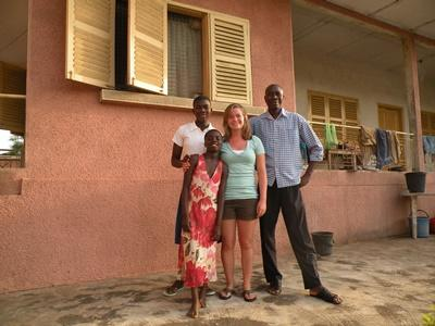 Female volunteer with her host family in Ghana