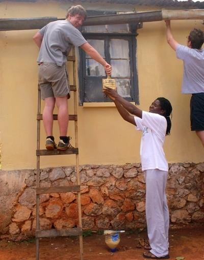 A volunteer and staff member work together on the Building Project in Jamaica with Projects Abroad.