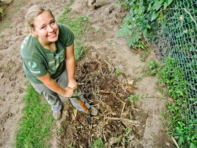Volunteer digging land on an Organic Farm with Projects Abroad in Latin America