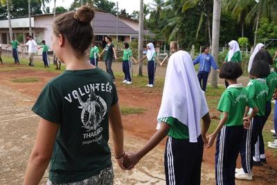 Projects Abroad volunteers host an education outreach to teach local children the importance of conservation