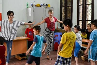 Projects Abroad volunteers work with special needs children at a rehabilitation centre in Vietnam, Asia.