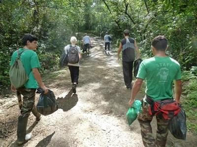Volunteers on the Projects Abroad Conservation Project in Costa Rica walk to their next activity site in the park.