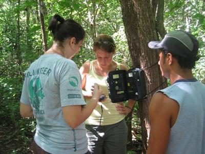 Projects Abroad volunteers set up a camera trap in a national park in Costa Rica at their Conservation Project.