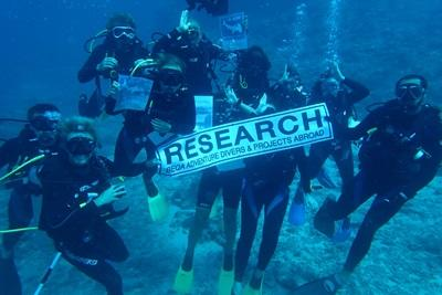 A group of Projects Abroad volunteers posing underwater in Fiji