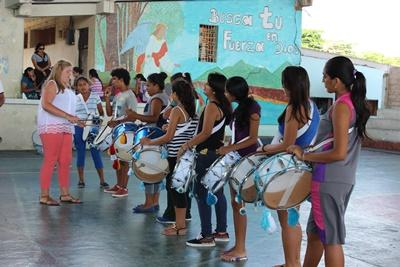 Ecuadorian teenagers are taught a music class by a Projects Abroad volunteer in the Galapgos Islands.