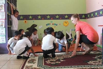 Young children in Ecuador participate in a dance lesson taught by a Projects Abroad volunteer on the Creative Arts Project.