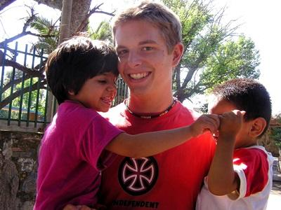 High School Student volunteers with Argentinian kids during school breaks on a Care project