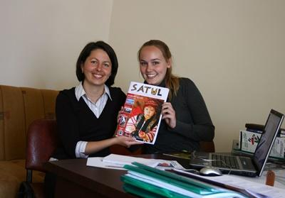 A Projects Abroad volunteer with a copy of the magazine that she contributed to at her Journalism High School Special in Romania.