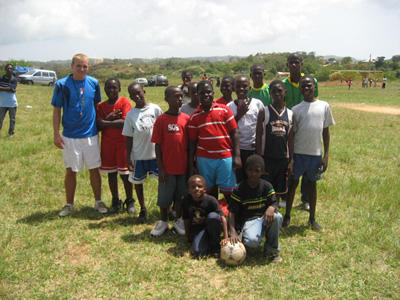 Volunteer with his students on the Sports project in a school in Jamaica