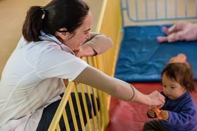 Projects Abroad intern spends time with a Bolivian child at a care facility in Cochabamba for her social work internship.