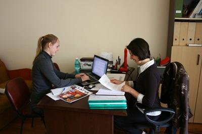 A Projects Abroad Journalism intern writes up an interview for magazine in Romania.