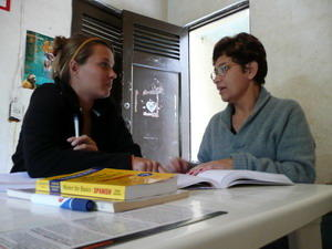 A Projects Abroad volunteer attends a Spanish language class abroad in Latin America.