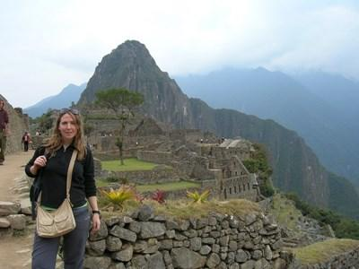Projects Abroad volunteer studying Quechua in Peru uses her free time to explore Machu Picchu.