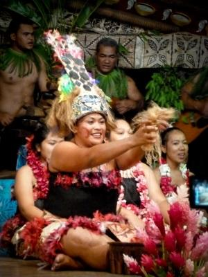 Volunteers studying Samoan attend a cultural performance in Samoa with Projects Abroad.
