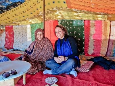 A Projects Abroad volunteer uses Tamazight to communicate with her host mother in Morocco.