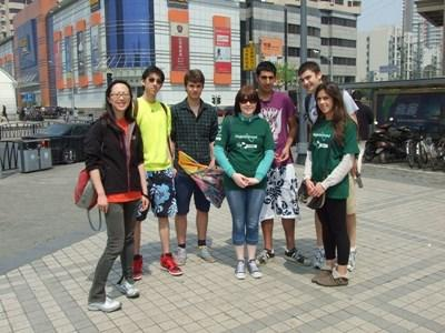 Projects Abroad volunteers in China explore the city and practice speaking Mandarin with local people.