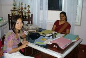 A student on the Sri Lanka Midwifery School Elective with her supervisor at a hospital placement.