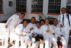 Physiotherapy students on their elective in Mexico take a photo.