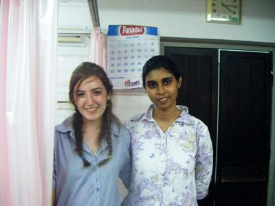 A Projects Abroad Dentistry intern with a local nurse at a hospital in Sri Lanka.