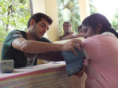 A local Sri Lankan woman gets her blood pressure checked by a Projects Abroad intern in Sri Lanka.