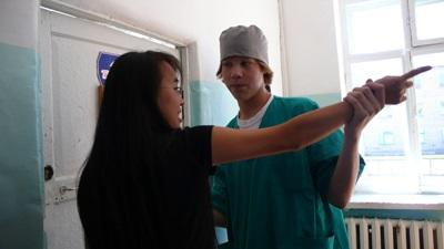 A local physiotherapist teaches a Projects Abroad intern at a hospital in Mongolia.