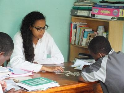 Togolese children with specch difficulties attend a therapy session with a Projects Abroad intern.