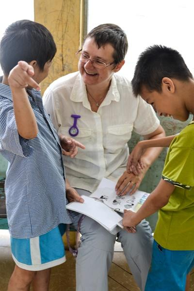 Projects Abroad Speech Therapy volunteer works with Vietnamese children at a rehabilitation centre in Asia.